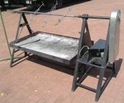 Spanferkel-Holzkohlegrill mit Motor